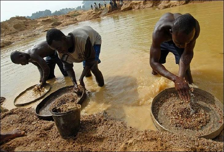 """blood diamonds in africa Because of growing international concern over """"blood diamonds"""" from countries such as sierra leone, the south african diamond producing states met together in may of 2000 in kimberly, south africa, home of one of the original de beers mines, to find a way to prohibit the purchase or sale of diamonds from regions of conflict."""