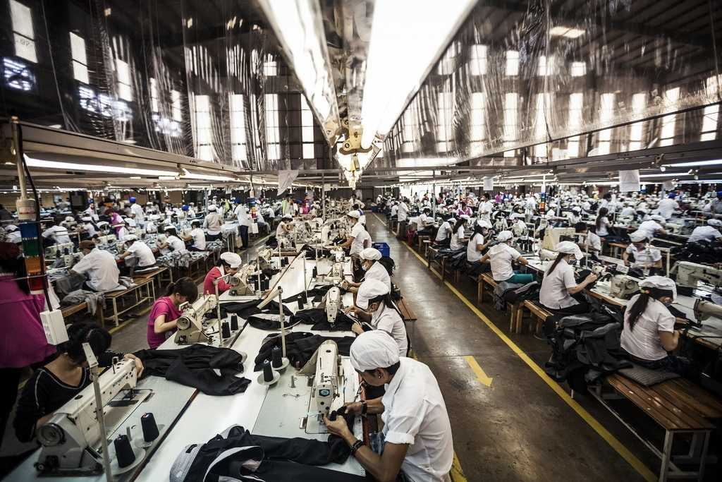 clothing industry in mexico The world clothing and textile industry (clothing, textiles, footwear) reached $2,560 trillion in 2010 organically grown cotton had a rise to over $5 billion in 2010 american's spent on average, $1747 in 2010 on clothing, footwear and services related to them.