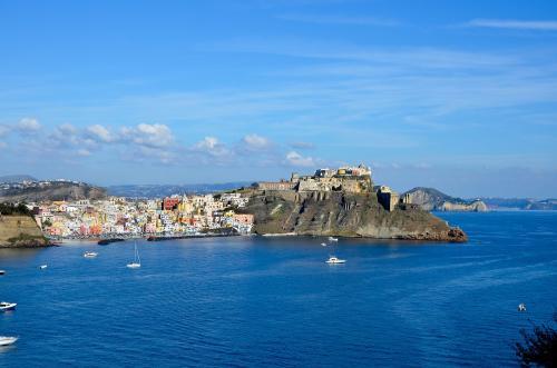 город Прочида у средиземного моря в регионе Кампания, провинция Неаполь