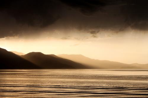 закат на озере Ван
